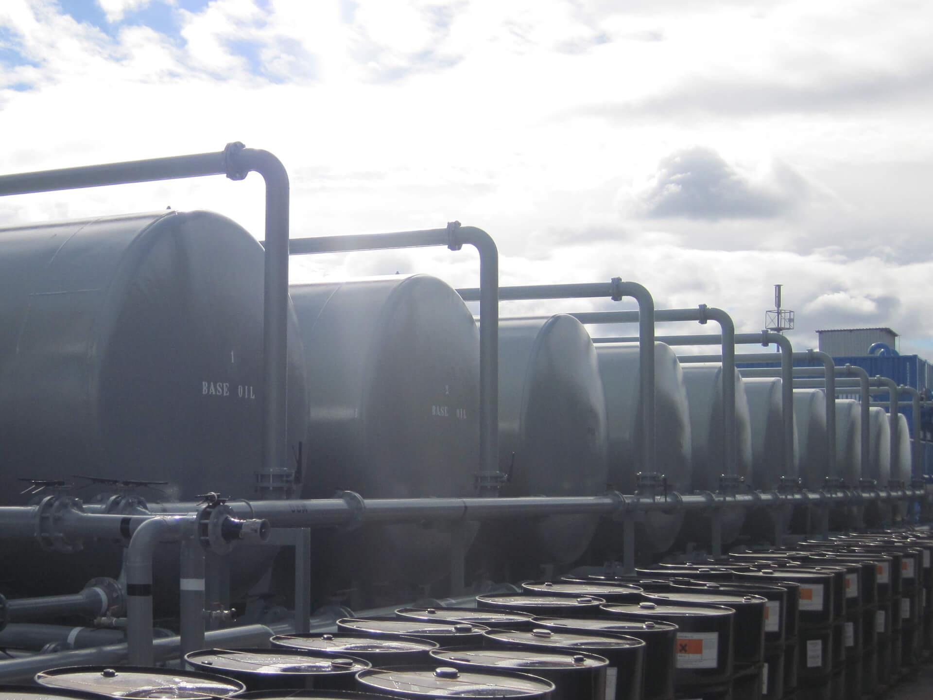 Drilling fluid storage plant tank refurbishment and piping