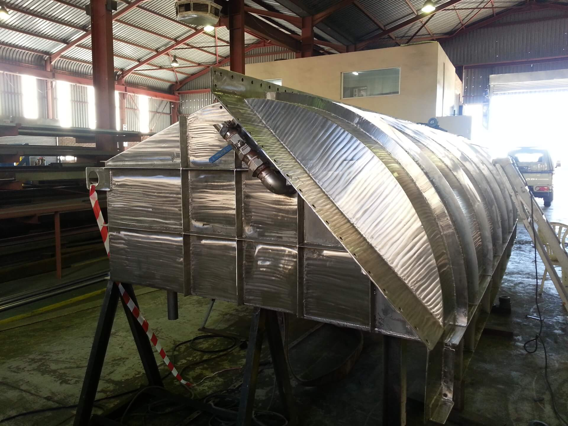 Stainless steel floating sluice gates